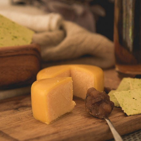 Smoked Cheddar Cheese Truckle (200g)